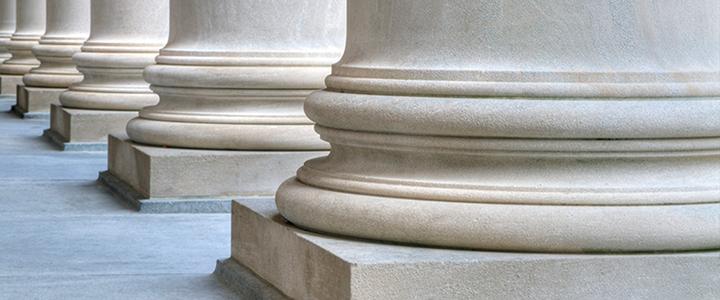 pied de colonne semblables à celle présentes dans un tribunal